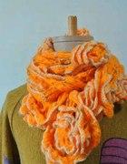 Pomarańczowy szaliczek