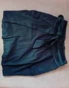 Czarna spódnica z kokardą...