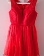 Czerwona sukienka z tiulu