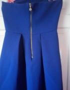 sukienka pianka asymetryczna