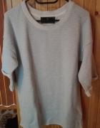 Błękity sweterek z krótkim rękawem...