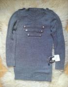 modny dłuższy sweterek guziki pagony...