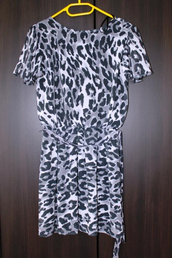 Suknie i sukienki Pantera z paskiem