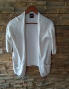 Biały wełniany sweterek