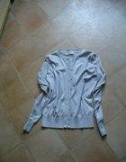 jasny sweterek zapinany