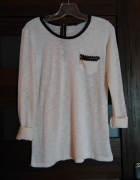 cienki sweterek z koronkową kieszonką