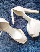 Sandałki na koturnie NUDE