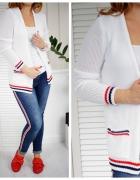 Biały delikatny sweter na chłodniejsze dni