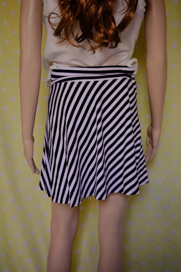 Czarno biała plisowana spódnica HM w Spódnice Szafa.pl