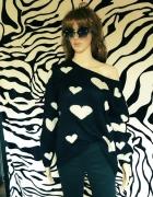 Czarny sweterek w serduszka białe L 40 Only