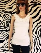 Biała bluzeczka z koronką 36