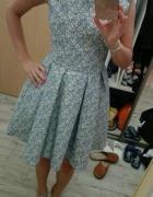 Piekna sukienka rozkloszowana...