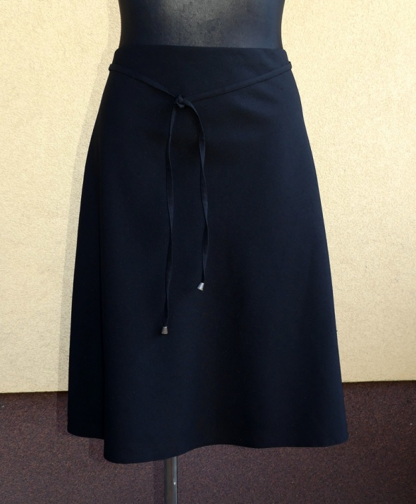 Spódnice elegancka klasyczna czarna spódnica z paskiem 48