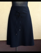 elegancka klasyczna czarna spódnica z paskiem 48