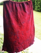czerwona spódnica z brokatowym wzorem
