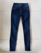 3 pary jeansów