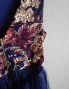 Tiulowa rozkloszowana sukienka kwiaty