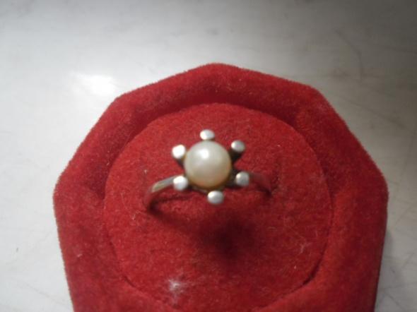 Pierścionki Srebrny pierścionek z perła 1