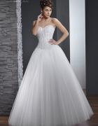 suknia z kryształkami Swarovskiego...
