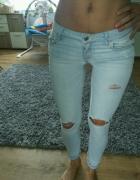 hollister dziury rurki xs s jasne jeans