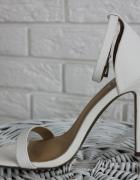 MISSGUIDED białe sandały na szpilce 37