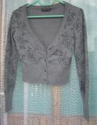 szary krótszy sweterk róże kwiaty 38 m bdb stan