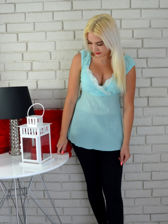Bluzki Błękitna bluzeczka na ramiączkach