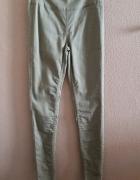 spodnie khaki z wysokim stanem rurki...