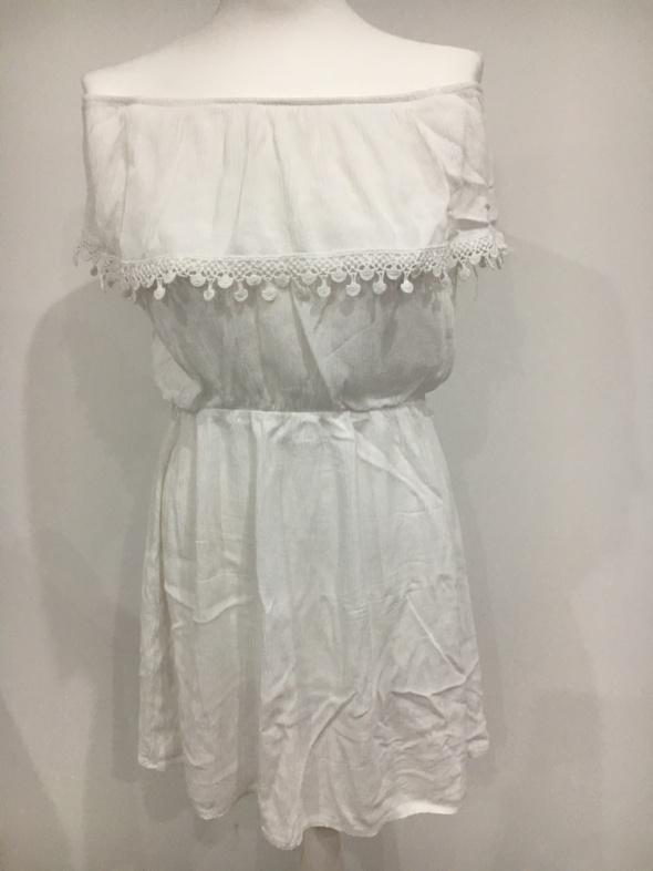 Biała sukienka hiszpanka z koronką