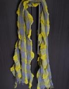 Żółtoszara chusta