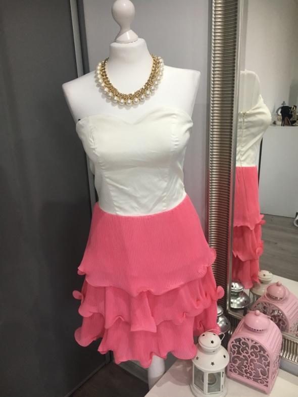 Sukienka Vero Moda z gorsetem i falbankami...