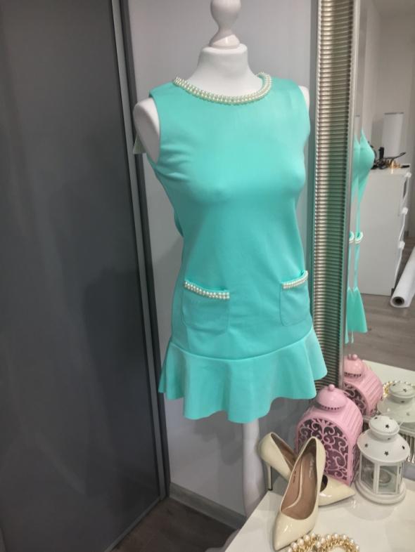 Miętowasłodka sukienka z perełkami