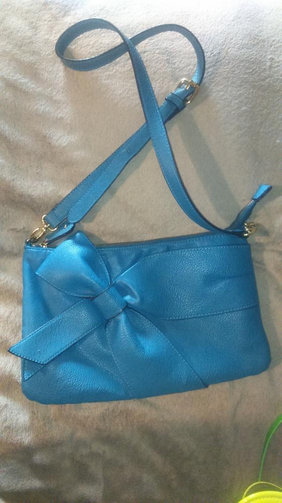 Subtelna i dziewczęca torebka z kokardą...
