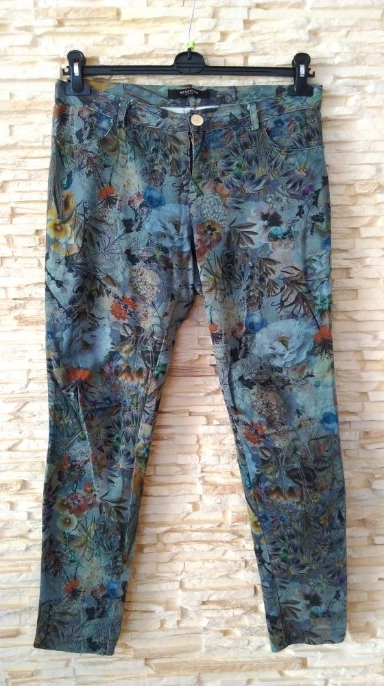 Spodnie rurki w kwiaty...