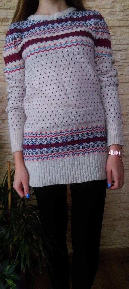 sweter we wzorki...