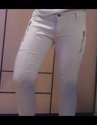 jasne spodnie...