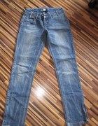 jeansy z zamkami...