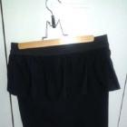 ołówkowa spódnica z baskinką