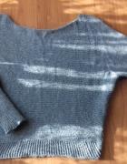 Szary sweter nietoperz