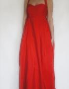 Długa czerwona suknia wieczorowa...