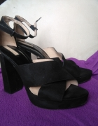 Czarne sandały na obcasie Stradivarius 40...