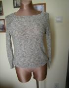 piekny sweter dekold kokarda 38