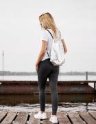 Srebrny błyszczący plecak worek