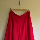 czerwona spódnica w kontrafałdy