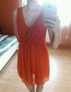 sukienka z dekoltem