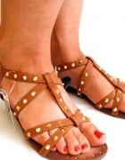 nowe sandały karmelowe 39 z ćwiekami Atmoshere