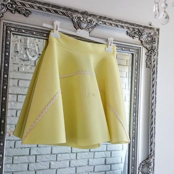 Spódnice Rozkloszowana żółta spódniczka