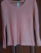 brzoskwiniowy piękny sweterek złota nitka