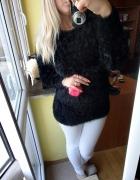 Czarny włochaty sweter bardzo ciepły