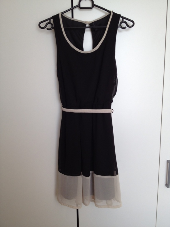 Czarna sukienka z beżowymi elementami...